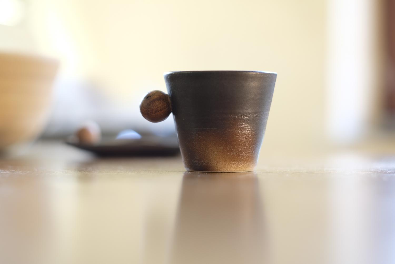 tasse grès anses en bois
